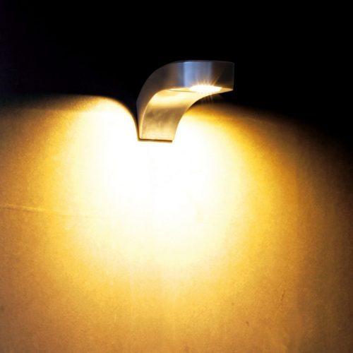 Cobra wall wandlamp RVS QBRW Royal Botania: scherp geprijsd in webshop maar ook in showroom met honderden modellen buitenverlichting en brievenbussen.